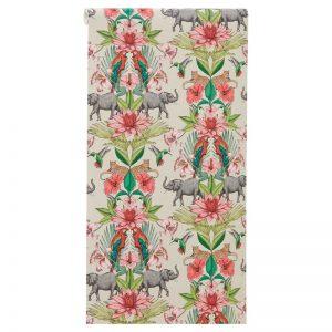 Vliesbehang met fleurige print van bloemen en dieren. Voorzien van het FSC-keurmerk. Plakken met Perfax Roll-On. 10 meter per rol.