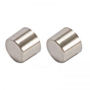 Metalen knop geschikt voor gordijnroedes. Per 2 stuks.