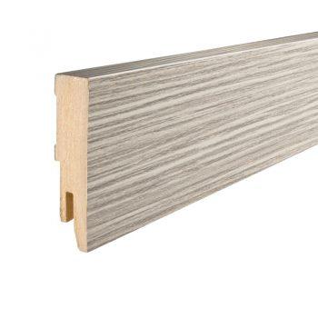 Eiken houten plint van MDF. Lengte: 240 cm. Dikte: 1.3 cm. Kleur: lichtgrijs.