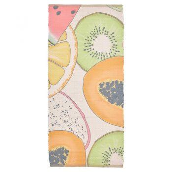 Sfeervol handgeweven vloerkleed multicolor met fruit dessin. Afmeting 120x60 cm (lxb).