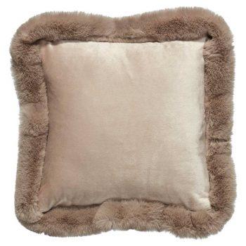 Kussen van heerlijk zachte taupekleurige stof. 40x40 cm (lxb).