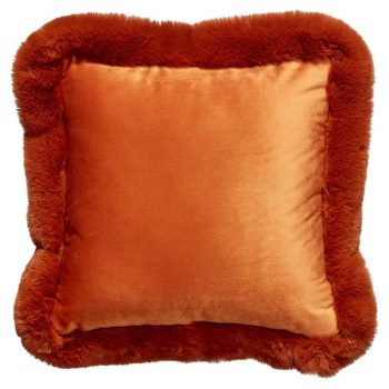 Kussen van heerlijk zachte terrakleurige stof. 40x40 cm (lxb).